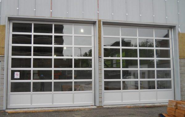 Porte de garage vitrée